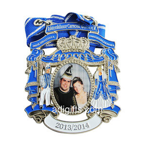 Custom zinc alloy soft enamel carnavel medal with printing sticker