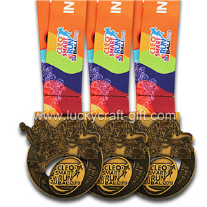 Who will receive this beautiful medal with the support of the marathon medal manufacturers for the marathon?